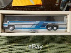 Corgi 98421 MCI 102DL3 Demonstrator Bus 12'' Long New is Original box