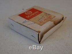 Vintage Schwinn Bicycle 25 Light Bulbs Complete in Original Box 3.5 Volt #R21