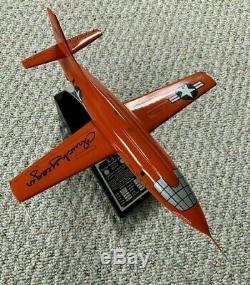 Chuck Yeager Signé Bell X-1 Recherche Rocket Avion 1/32 Modèle Échelle Avec La Boîte