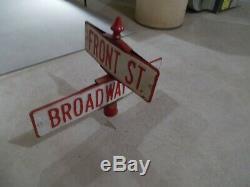 Circa 1940-1950 Est Original Avant St. Ave Et Broadway. Relief Street Coin Signe