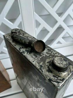 Gas Rare Antique D'urgence Can Avec Spout Et Boîte Automatique / Cycle De Voyage Correspondant