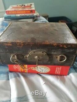 Jauge De Vapeur Antique Crosby Réglée Toujours En Boîte De Serrure Doublée De Velours D'origine Avec La Clé