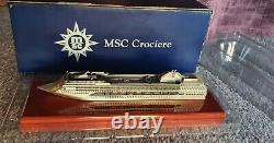 Modèle En Métal De Bateau De Croisière De Msc Opera Dans La Boîte Originale
